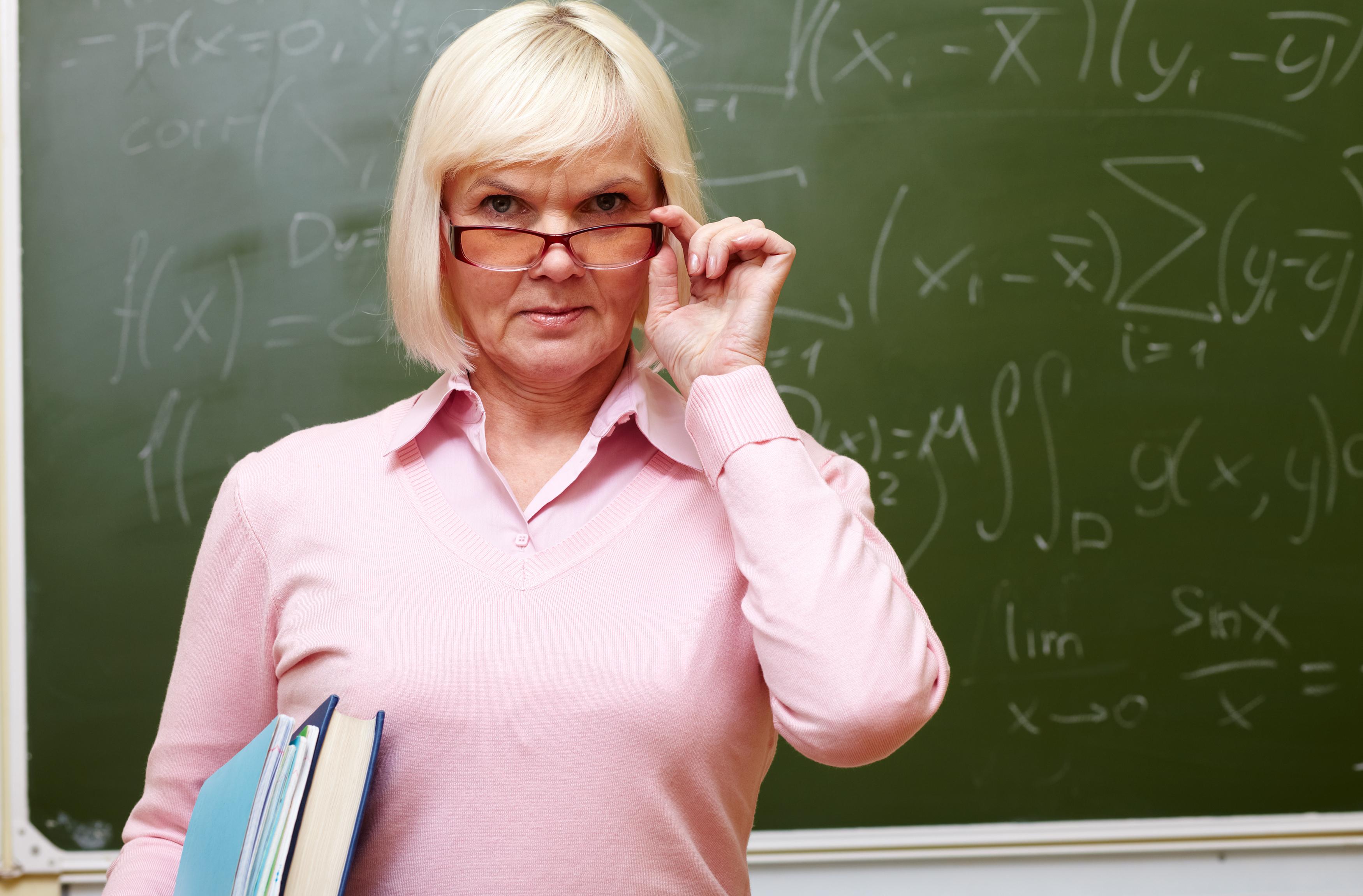 Трахнул жестко училку дома, Ученик трахает училку -видео. Смотреть Ученик 18 фотография